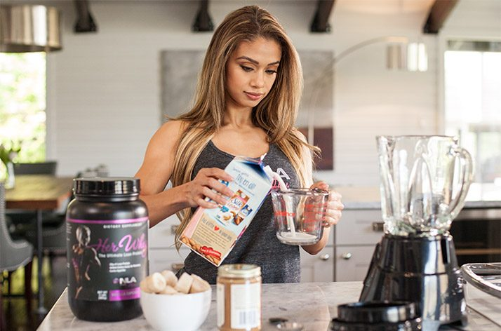 lais-deleon-fitness-model-body-graphic-cooking-4697159